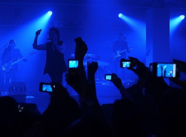 smartphones-at-concerts