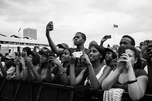 smartphones-concert